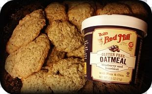 Biscuits Bob's Red Mill Gluten Free Blueberry Hazelnut Oatmeal Cup Bob's Red Mill Blueberry Hazelnut Oatmeal 2.5 Oz Cups PNG